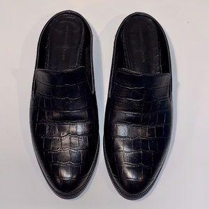 Black low heel mule